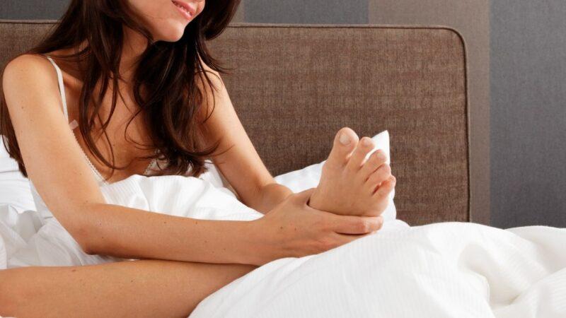 足裏のセルフ角質取りをする前に肌状態をチェック